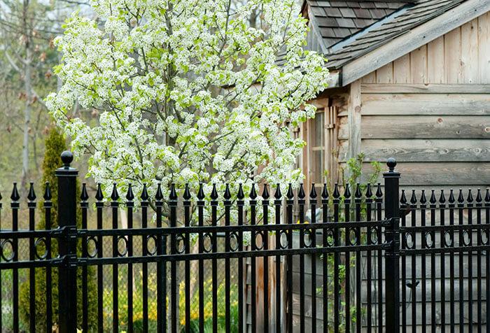 Custom fencing calgary